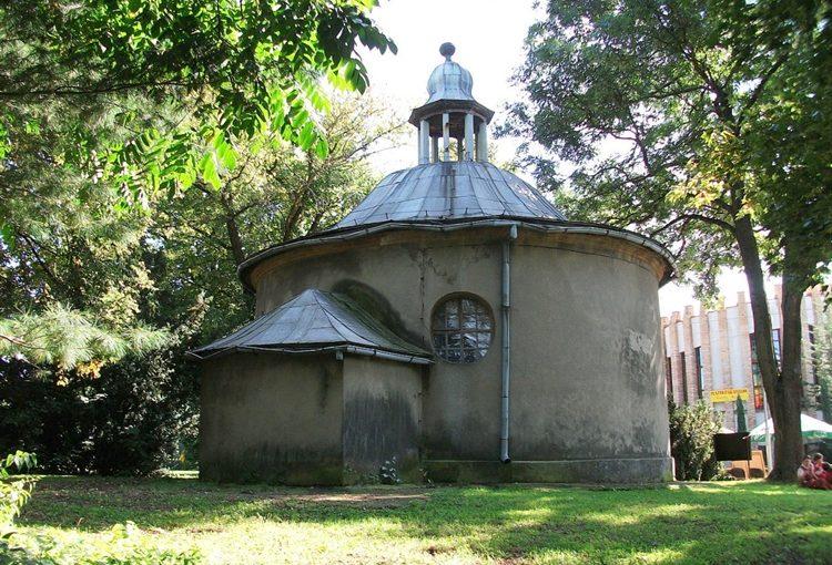 Renowacja rotundy kaplicy z roku 1786 w Manieczkach